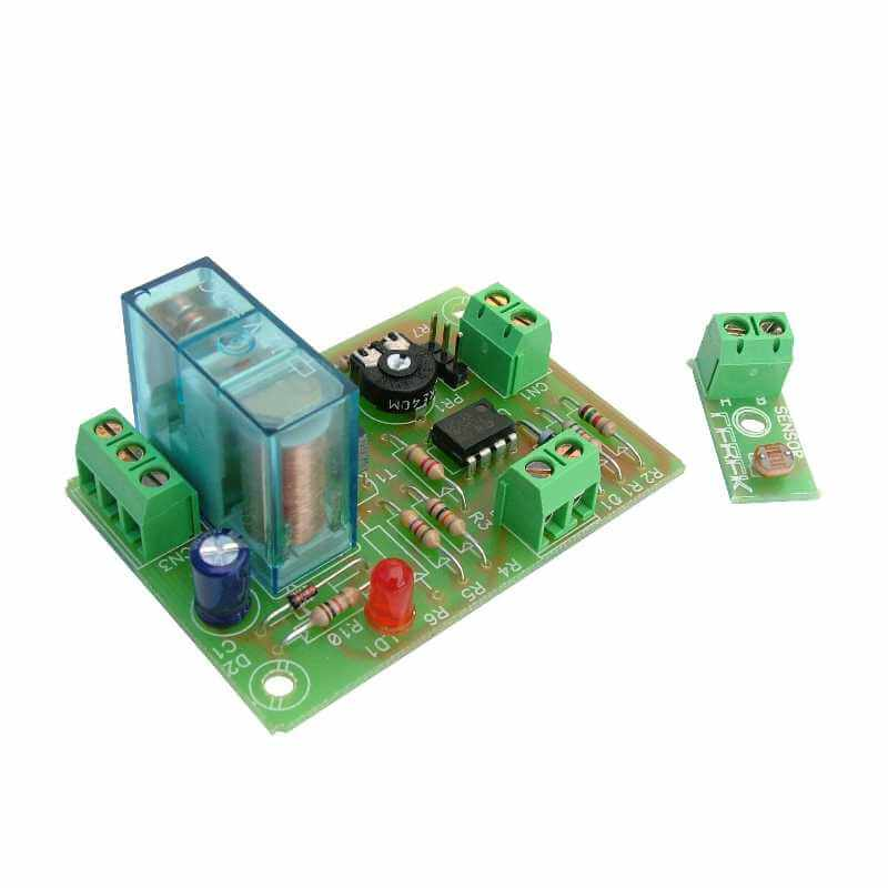Cebek I-42 (CI042) - 12Vdc Darkness Activated Relay Module